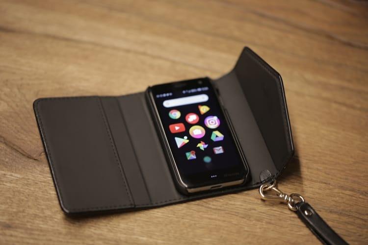 Представлений найкомпактніший у світі смартфон - Palm