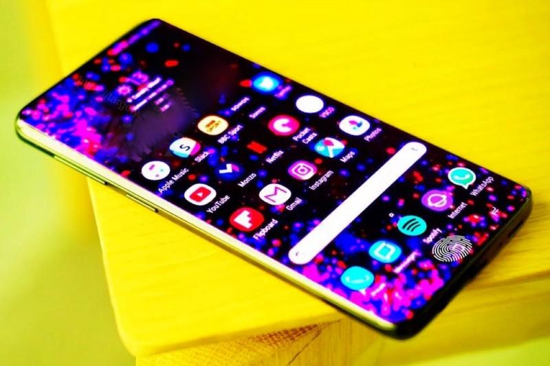 Samsung Galaxy S10 надходить у продаж  7e0e233e63d86