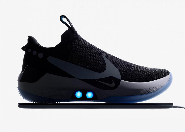 Nike представила кросовки, які можуть шнуруватися автоматично