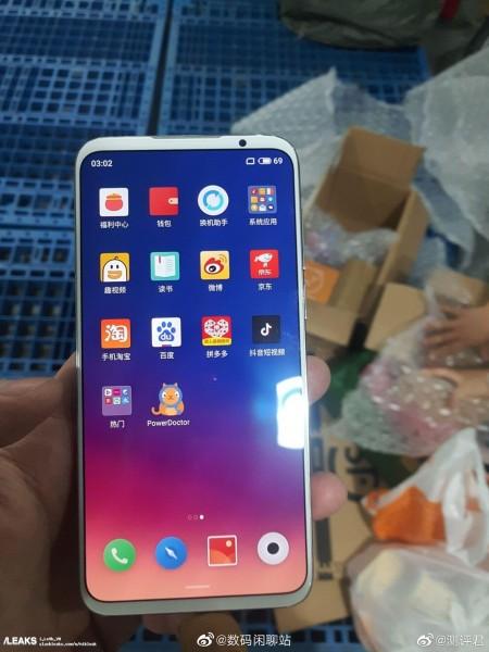 Фото дня: робочий смартфон Meizu 16S в руках користувача