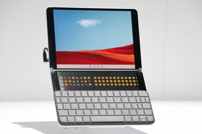Microsoft Surface Neo - складаний планшет з двома екранами на Windows 10X