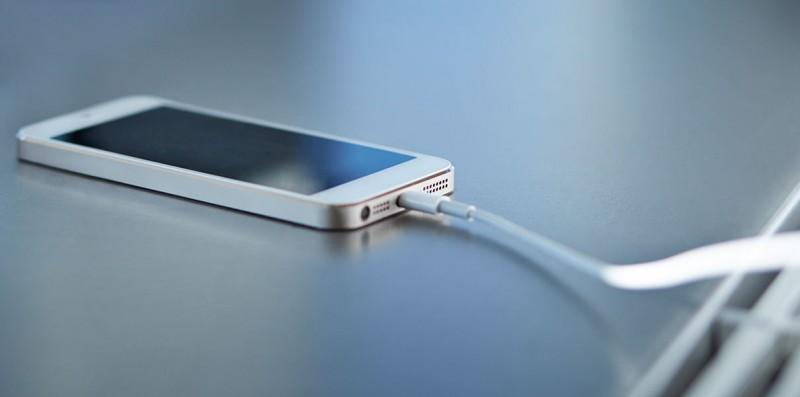 Топ-7 міфів про акумулятор вашого смартфона thumbnail