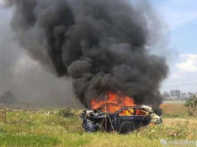Новий електромобіль Tesla став некерованим, він розігнався та вибухнув