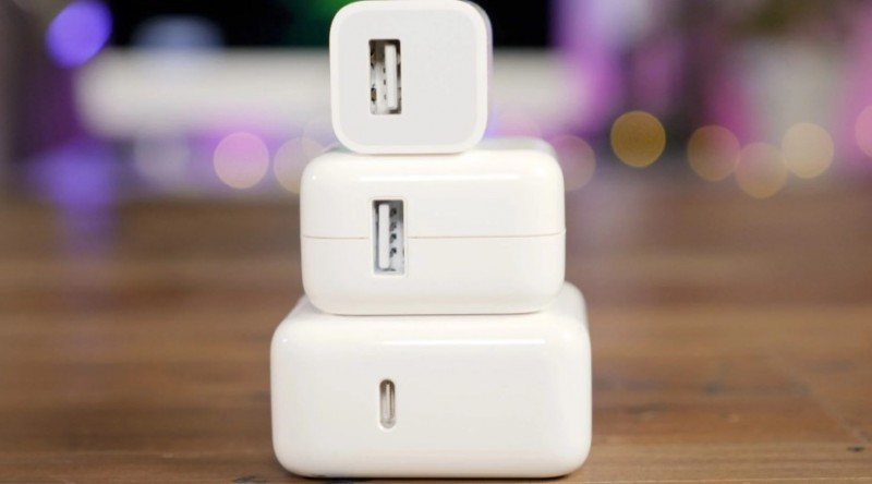 Коробка стане тоншою, Apple випустить iPhone 12 без навушників і зарядки