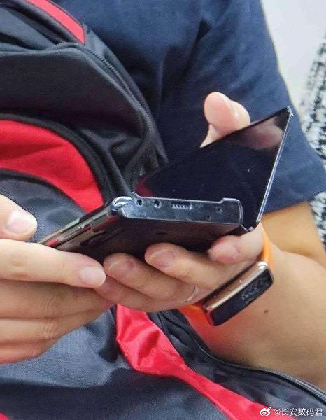 Huawei Mate 40 Pro показали в метро в руках пользователя