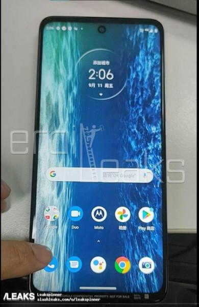 Інсайдери оприлюднили перші фото та технічні характеристики смартфона Motorola Kyiv