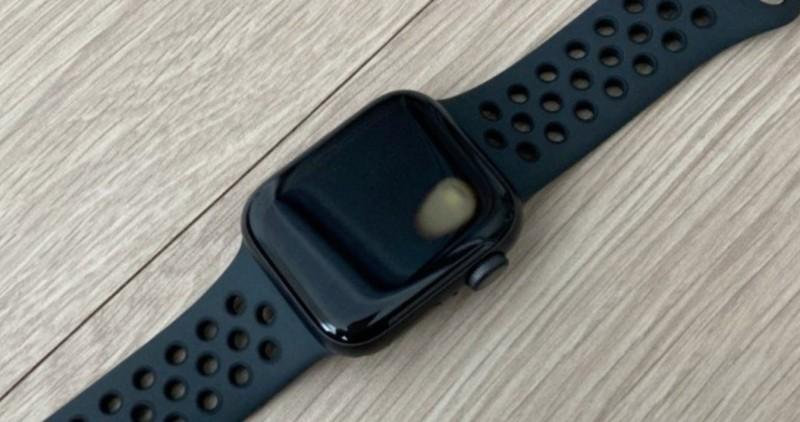 Нові смарт-годинники Apple Watch SE критично перегріваються: що відомо