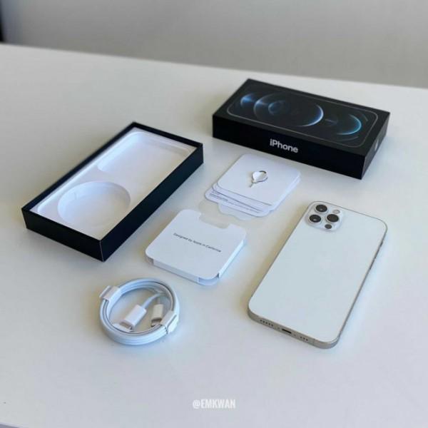 Розпакування і перший погляд на iPhone 12 і iPhone 12 Pro (фото, відео)