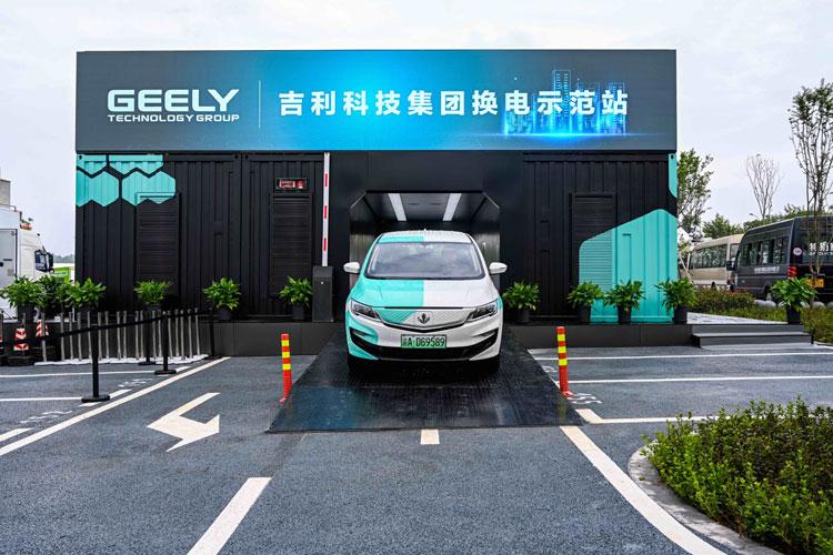 В Китаї навчилися змінювати акумулятори в електромобілях всього за 30 секунд