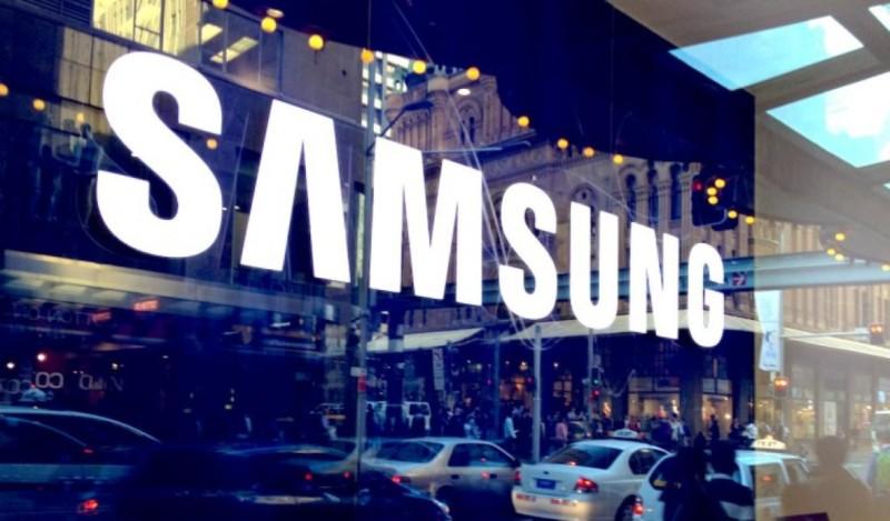 Samsung хоче прибрати зарядні пристрої з базової комплектації своїх смартфонів
