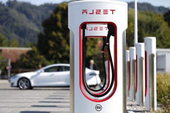 Електромобілі Tesla можна буде зарядити за 7 хвилин