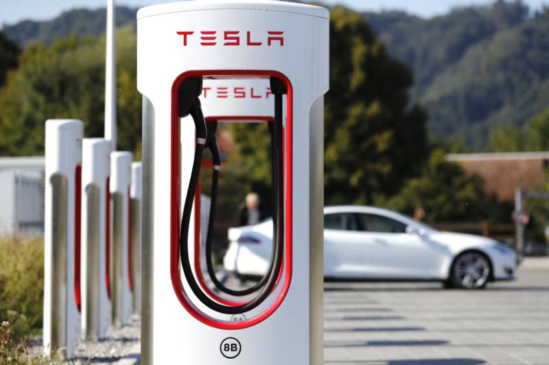 Число станцій швидкої зарядки Tesla Supercharger перевищило 20 тисяч