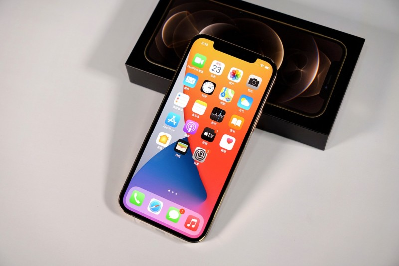 Без змін в дизайні та покращена камера: перші деталі анонса iPhone 13