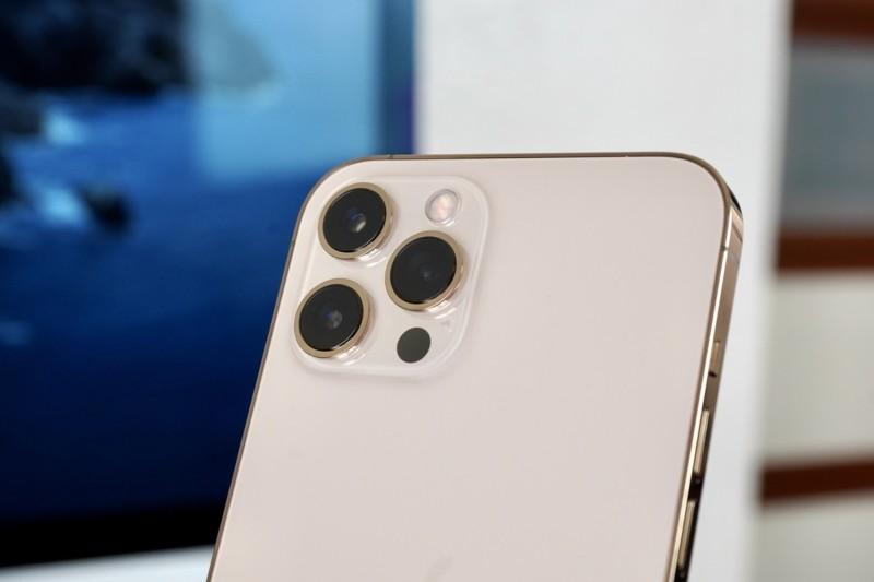 З'явилося фото материнської плати iPhone 12 Pro Max, яке розкрило ємність батареї