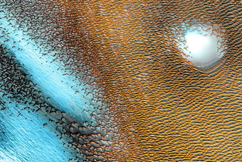 В мережі показали блакитні дюни на червоному Марсі (ФОТО)